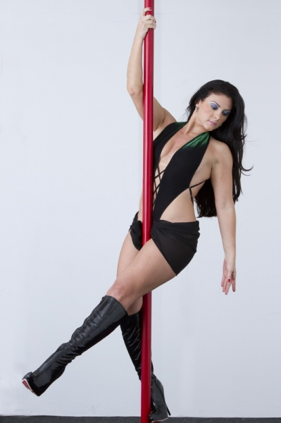 Você mais poderosa e sensual! 1 mês de Pole Dance Fitness com a renomada Marília Damásio de R$130 por R$59,90