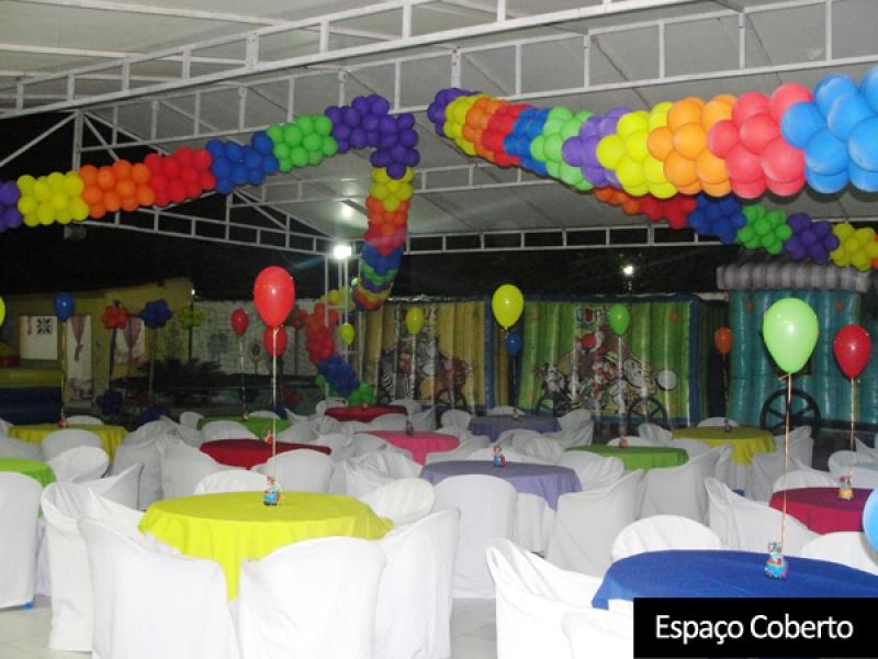 Tenha uma festa inesquecível! Super Festa para 50 pessoas no Mania de Festa Buffet Infantil de R$2.049 por R$990 (em até 12x*)