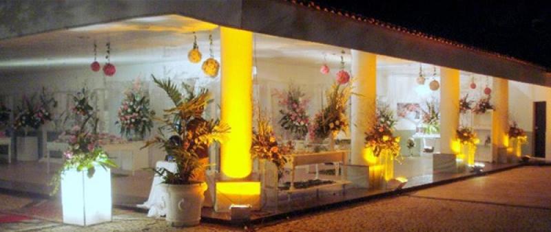 Buffet para 80 pessoas com salgadinhos + jantar + sobremesas + serviço + material + bebidas + decoração de R$3.400 por R$1.599