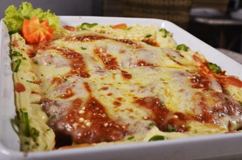 Camarão ou Filet? As opções estão irresistíveis! Almoço ou jantar p/ até 3 pessoas no Restaurante Raízes de até R$55,21 por R$27,50