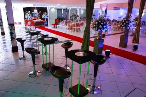 Você vai ter muitos motivos para comemorar! Festa completa para 100 pessoas na Mansão Dunnas por R$1.895 (em até 12x*)