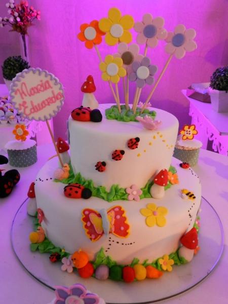 Beth bolos bolo decorado com pasta americana 30 cupcakes requinte e beleza na sua festa com a qualidade beth bolos bolo decorado com pasta altavistaventures Choice Image