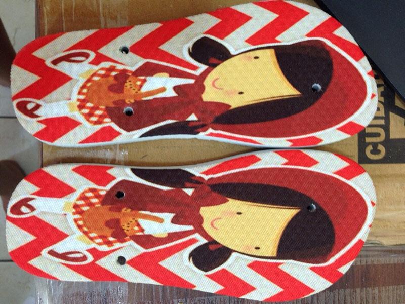 31c0ea6082 Lembrança cheia de estilo da Arte e Imaginação! Kit com 10 pares de chinelos  personalizados