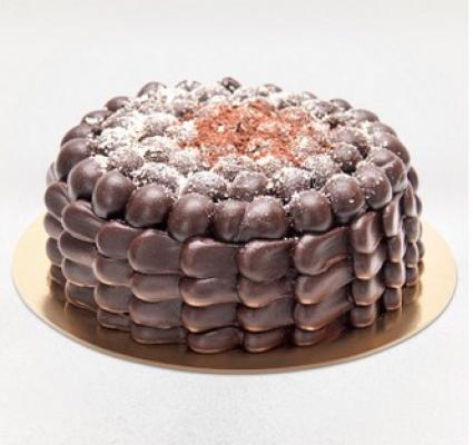 A energia e o sabor do chocolate na medida certa! Torta Brownie que serve de 25 a 30 pessoas por apenas R$79,90 na incrível Sucré Patisserie
