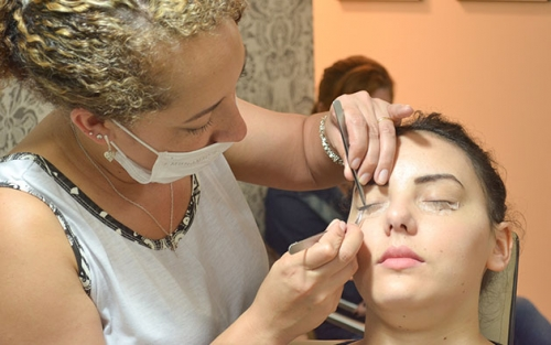 Limpeza de pele facial por sucção + Máscara de Porcelana + Peeling Enzimático + Alta Frequência + Proteção de R$190 por R$24,99