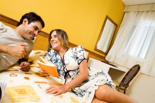 As férias são a oportunidade ideal de relaxar e se divertir com a família! 2 diárias para casal e 2 crianças + café da manhã + Drink Boas Vindas + Late check out por R$299 no VillaOeste, em Mossoró