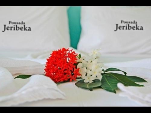 A melhor parte das férias é viajar! Transporte Ida e Volta + 2 diárias com café em Jericoacoara + 2 Passeios (Pedra Furada e Lagoa do Paraíso) por R$324,90