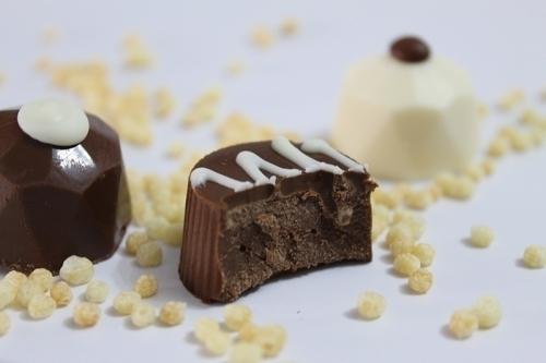 100 itens de chocolates com 60 Trufados + 40 Decorados de R$95 por R$47,90