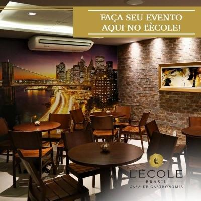 Pizza no L'École Brasil, a melhor! 01 Pizza Grande 8 Fatias (Mozarela, Marguerita, Calabresa ou Presunto com Cogumelos) de até R$49 por R$25
