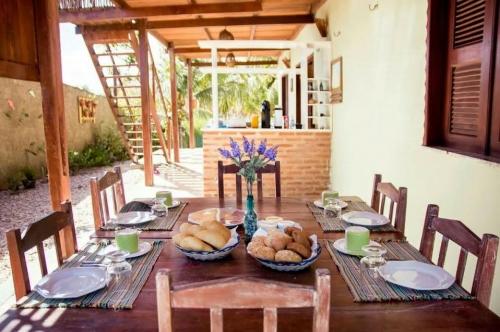 Icaraí de Amontada nas férias! 2 diárias para casal e 1 criança de até 7 anos + café da manhã por R$269 na Pousada Brisa Del Mar