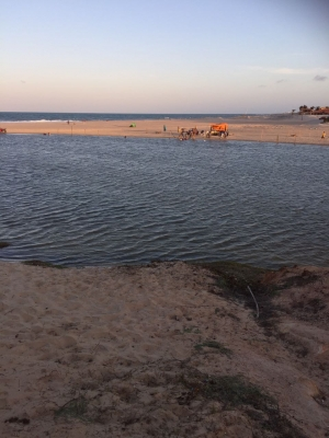 Carnaval na praia e com os amigos é nos Chalés Marambaia, em Uruaú! 4 diárias para até 6 pessoas por R$1599