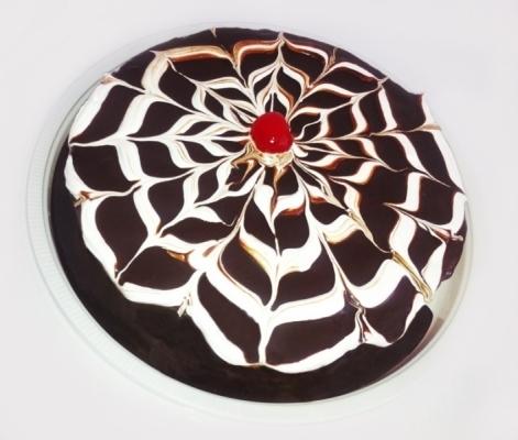 Tradição e sabor da DonEdith! 01 Torta de Frango com Catupiry OU Palmito com Catupiry OU Torta Charlote para até 12 pessoas por R$49