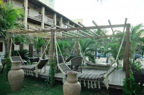 Relâmpago para o melhor hotel da Caponga! 2 diárias com café da manhã para até 2 pessoas e 1 criança por R$438 no Hotel Jangadas da Caponga