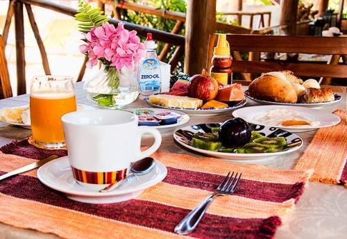2 diárias de domingo a quinta para 2 pessoas + café da manhã por R$199