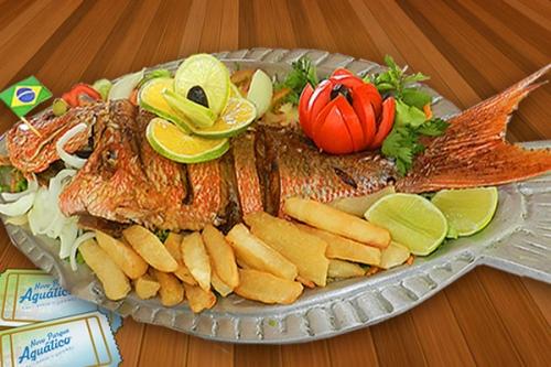Combinação perfeita de diversão e boa gastronomia! Camarão do Chico, Tilápia Completa ou Escondidinho de Carne do Sol para até 3 pessoas + 2 Passaportes para o novo AcquaChico por R$69,90