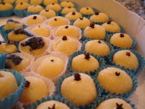 Kit sucesso! Torta Doce para 40 pessoas + 400 Salgados + 1 Torta de Frango (1,5kg) + 100 Torteletes por R$99,99 da Delícia Doces e Salgados