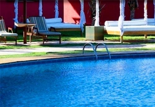 Momentos únicos no Hotel Long Beach! 2 diárias em apartamento Standard (vista jardim) para 2 pessoas + café da manhã por R$260. Válido até 2018!