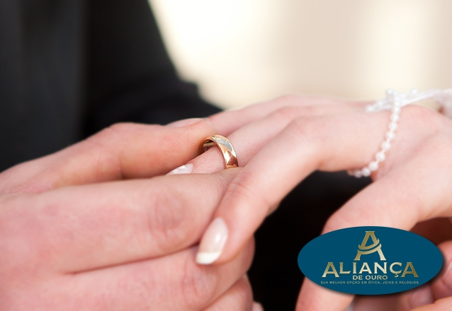 1c414aca3eec6 Casais apaixonados merecem presentes marcantes! 1 Aliança 4mm em ouro 18K  com garantia eterna por