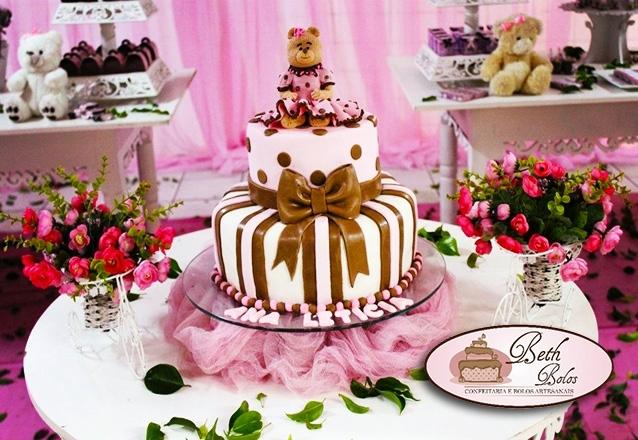 Bolo decorado com pasta americana + 20 cupcakes