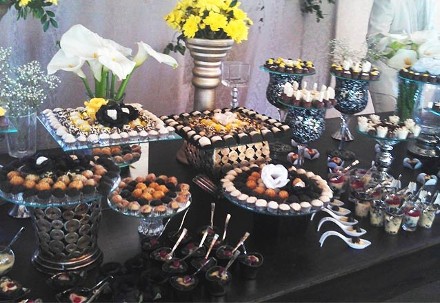 250 chocolates gourmet, com bombons, tortinhas e copinhos