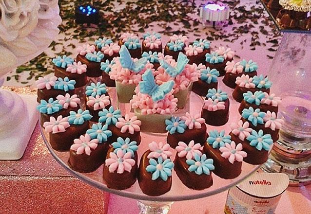 200 chocolates no tema da sua festa para até 40 pessoas