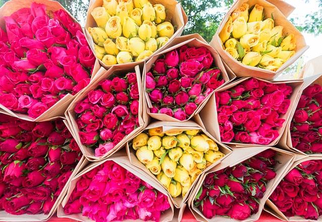 01 Peteca com 3 rosas + Folhagens + Embalagem