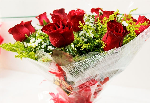 Ramalhete com 12 rosas vermelhas ou champanhe