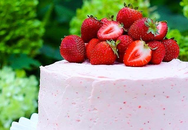Torta de Morango serve até 20 fatias