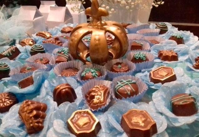 50 Chocolates Finos Decorados e Crocantes