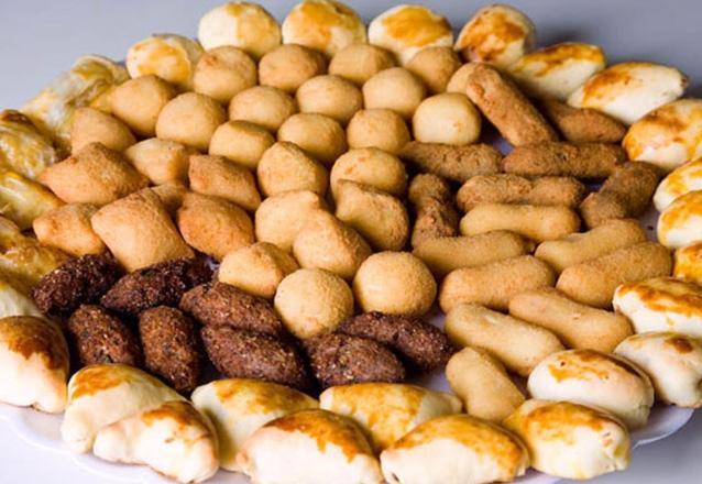 100 Salgados fritos (canudos, pastel, coxinha, calabresa e queijo)